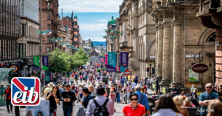 summer scene in Glasgow